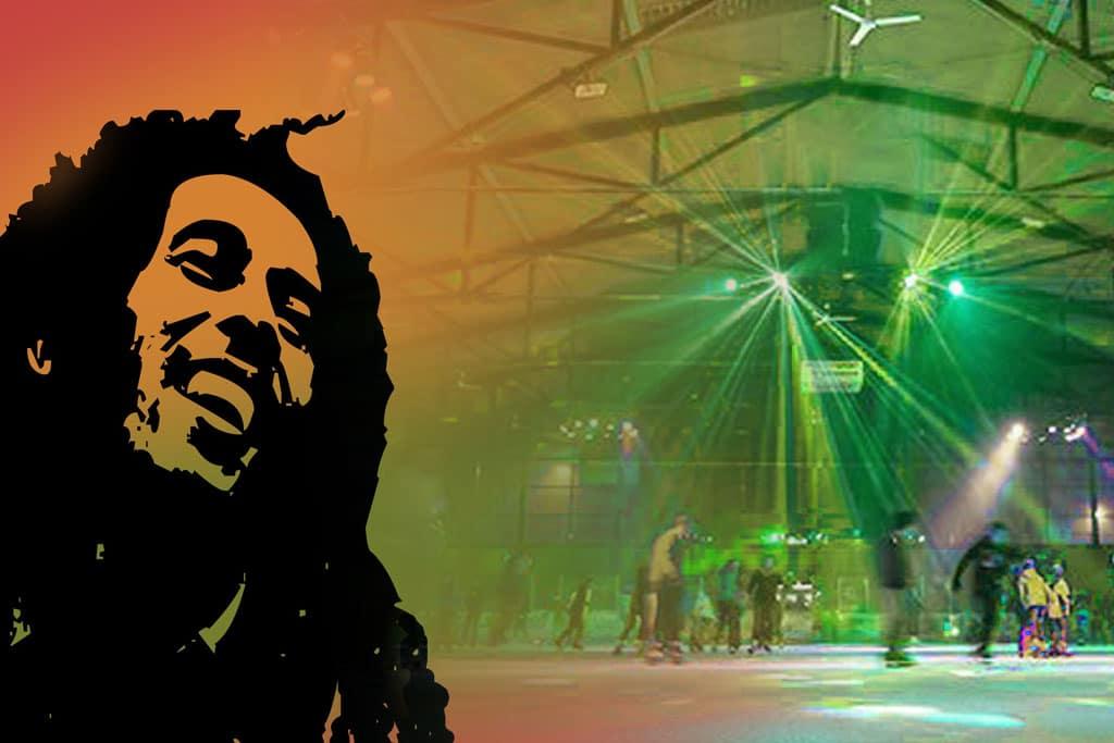 Bob Marley mit grün-gelben Schleier vor eislaufenden Besuchern des Eisstadions